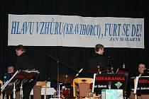 Nevšední křest zažili hosté sobotního Reprezentačního plesu Svobodné spolkové republiky Kraví hora.