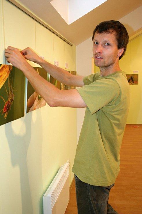V podkrovní galerii Lichtenštejnského domu v Břeclavi v úterý zahájili výstavu Život v krajině staletých dubů aneb zaostřeno na bobra.