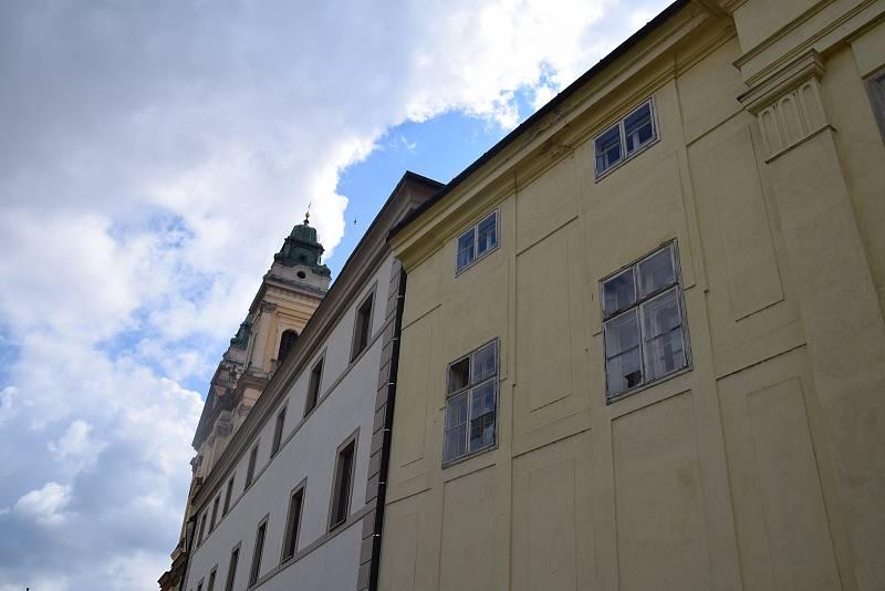 Poškozený je i zámek ve Valticích, Randez-vous či zámeček Belveder.