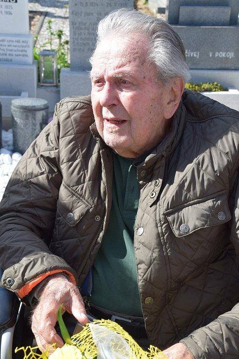 Vzpomínkový akt k výročí pětaosmdesáti let od nešťastné tragédie v řece Dyji na Nových Mlýnech. Na snímku Květoslav Štefka.