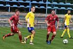 Břeclavští fotbalisté (ve žlutých dresech) se konečně střelecky probudili.