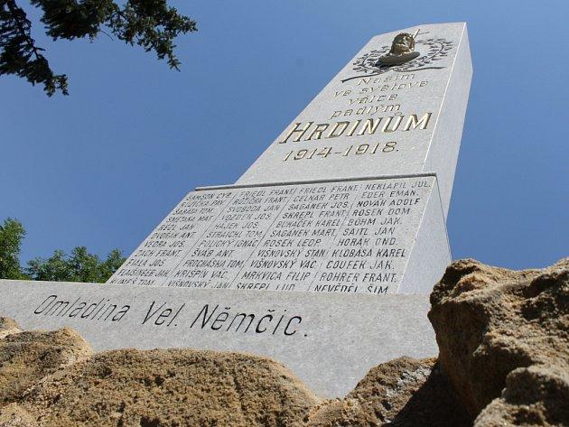 Památník vojáků padlých v první světové válce ve Velkých Němčicích se dočkal obnovy.