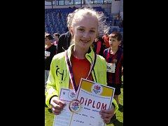 Talentovaná Vendula Zemčíková jako první hustopečská atletka poběží na slavné ostravské Zlaté tretře běh na 300 metrů.