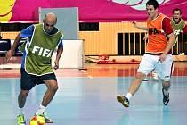 Břeclavský fotbalista David Cupák (vpravo) si zahrál za futsalovou reprezentaci na MS v Thajsku.