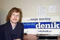 Redaktor Břeclavského deníku Lukáš Ivánek se zapojil do celosvětové akce proti rakovině prostaty. Při Movemberu si nechali narůst kníry.