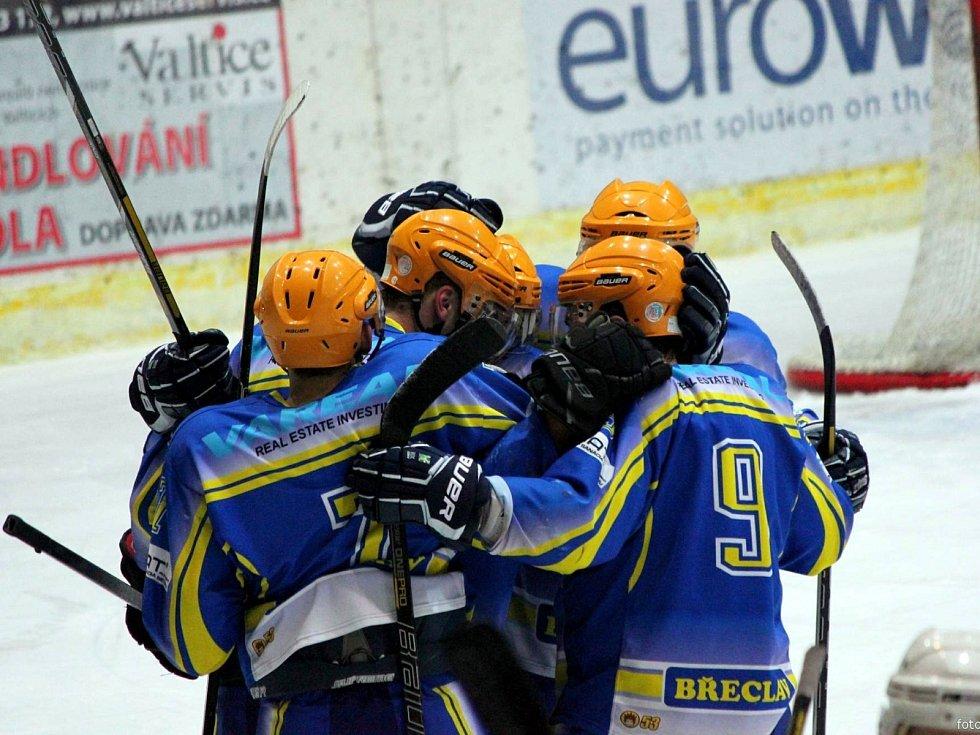 Břeclavští hokejisté doma srovnali čtvrtfinálovou sérii s Technikou Brno.