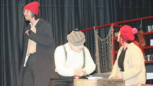 Divadelní soubor Břetislav nadchl zaplněný Dělnický dům svojí novou hrou Mrzák Inishmaanský . Černá komedie bavila břeclavské publikum vtipy, ale nutila lidi také přemýšlet.