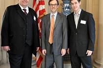 Jiří Herzán z Velkých Pavlovic se díky výborné znalosti angličtiny v Praze setkal s rádcem velvyslance Spojených států amerických Normanem Eisenem.