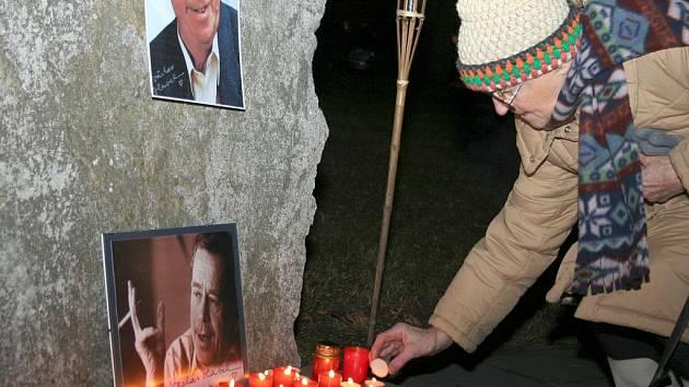 Břeclavané přišli uctít zesnulého exprezidenta Václava Havla.