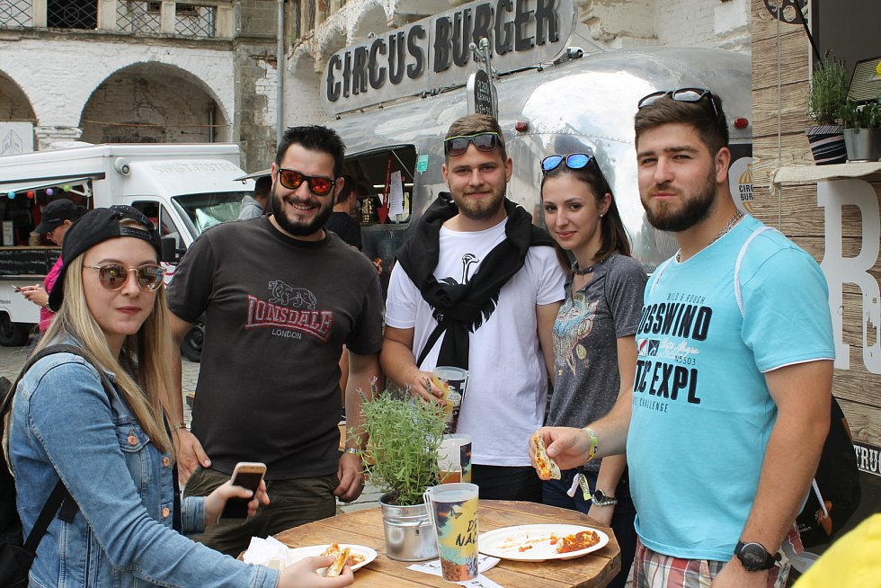 Slavnosti Břeclavského piva. Nabídka jídel byla rozmanitá