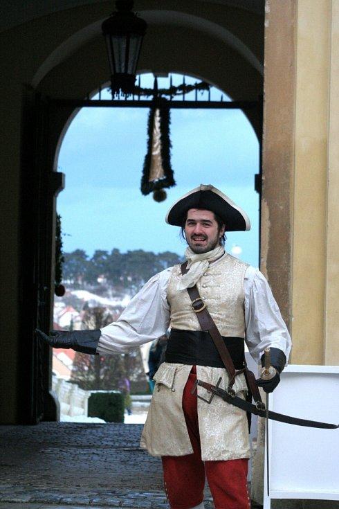 Kastelán valtického zámku zpřístupnil sály a komnaty, jako kdyby byla turistická sezona. Kromě toho se na nádvoří objevily stánky se zabijačkovými specialitami, punčem a nechyběl ani vánoční strom či šermířské představení.