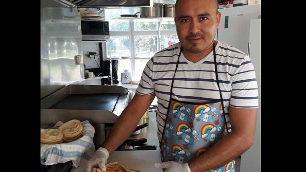 Fernando Perez Esteban z Guatemaly otevřel v Břeclavi malé bistro.