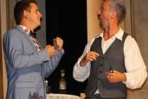 Divadelní spolek Basta Fidli předvedl ve valtickém barokním divadle novou hru.