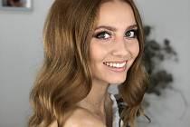 Dvacetiletá Břeclavanka Adéla Maděryčová je ve finálové desítce prestižní Miss Czech Republic jedinou zástupkyní Jihomoravského kraje.