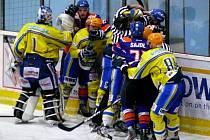 Přípravný hokejový zápas mezi Břeclaví a Hodonínem skončil už po 35 minutách. Hosté odešli na protest do kabin.
