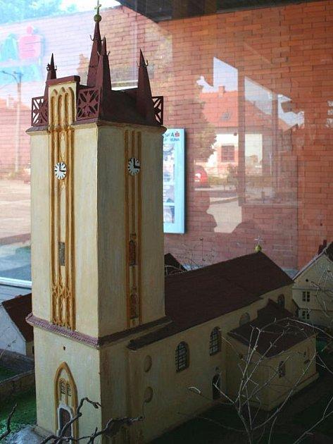Miniatura podivínské věže.