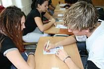 Žáci středních škol ve středu dopoledne opět poměřovali své schopnosti. Ne však v matematice či jazycích, ale v oblíbené podlavicové hře. V pišqworkách.
