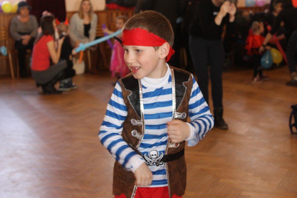 Ve společenském domě v Hustopečích uspořádali maškarní ples pro děti.