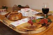 U hotelu Zámeček v Mikulově se konal v sobotu další ročník Pálavského gulášfestu. Přestože počasí akci nepřálo, guláše nalákaly tisíce návštěvníků.