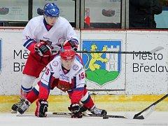 Čeští reprezentantům do 20 let (v bílém) chyběl k výhře na břeclavském turnaji jen bod.