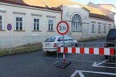 Omezení v ulici Koněvova.