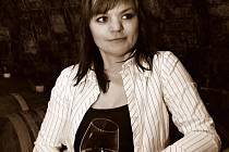Helena Bednaříková podniká ve vinařské branži od roku 2008. Kromě výroby dvaceti tisíc lahví se věnuje kvartetu dětí. Nejstarší syn vinařinu studuje.