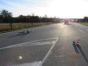 Cyklista po střetu s nákladním autem u Břeclavi podlehl zraněním.