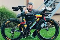 Marek Svoboda se na triatlonovém závodu Ironman na Hawai zachoval jako hrdina. Na cílové rovince pomohl závodnici se dostat do cíle.