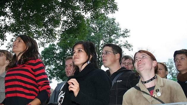 Osmý ročník známého festivalu v Hustopečích zkazilo počasí. Přesto se lidé bavili.