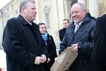 Ministr kultury Jiří Besser  (vlevo) navštívil Lednici a Valtice.