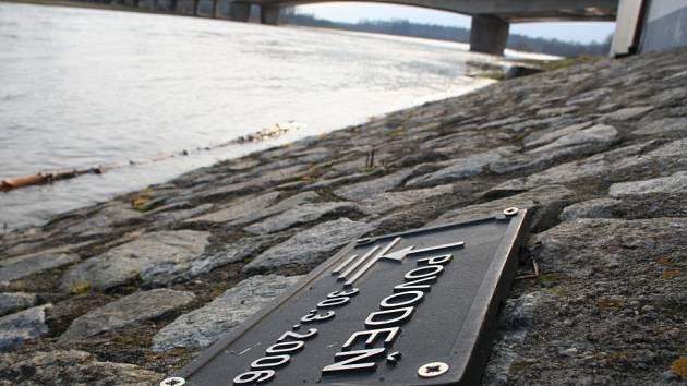 Zvýšená hladina řeky Moravy začátkem března v Lanžhotě.