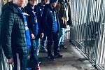 Břeclavští hokejisté nadělovali pejskům z útulku v Bulharech