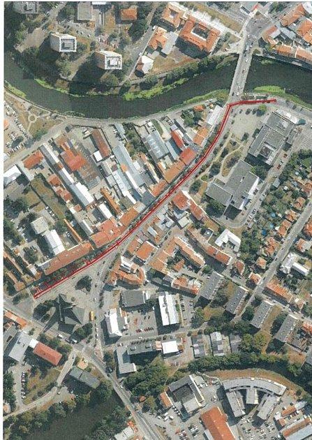 Mapa svyznačeným úsekem kanalizační stoky, který se bude vBřeclavi od srpna opravovat.