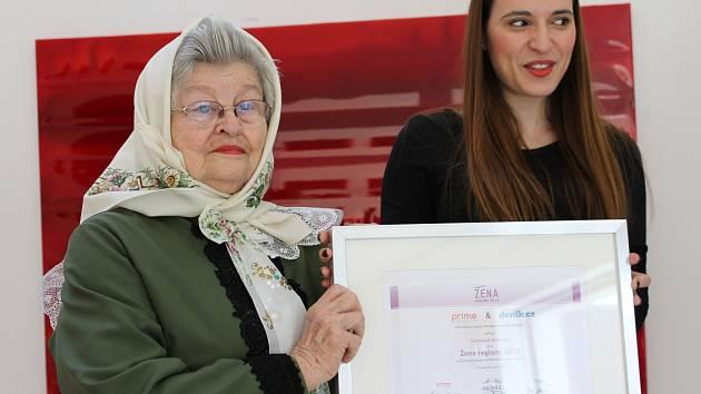 Zlatislava Krůzová z Mikulova se v anketě Žena regionu 2013 dočkala zvláštního ocenění.