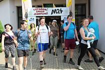 """Morkůvky obešly celou republiku. Závodníci měli přesně 24 hodin na to, aby co nejvícekrát zvládli pešky vytyčený okruh asi dvanácti kilometrů. Celkem """"našlapali"""" 2500 kilometrů."""