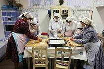 Tetičky u Kobylí napekly masopustní dobroty.