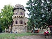 Janohrad v Lednicko-valtickém areálu je tradičním cílem turistů.