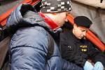 Cvičení Vlna na hraničním přechodu u Mikulova otestovalo policisty, jak si poradí se skupinou migrantů.