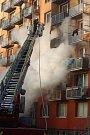 Požár zničil byt na břeclavském sídlišti Slovácka. Foto: David Korda