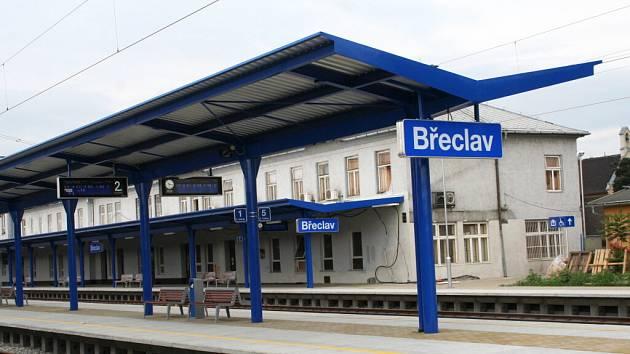 Břeclavské nádraží po první části rekonstrukce.