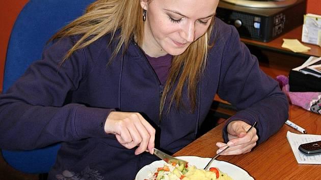 Redaktorka Břeclavského deníku Veronika Schallenbergerová si vyzkoušela krabičkovou dietu.