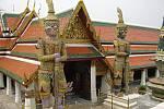 """Pověstní """"Giganti"""" střežící prostory Královského paláce, chrámový komplex Wat Phra Kaew, Bangkok."""