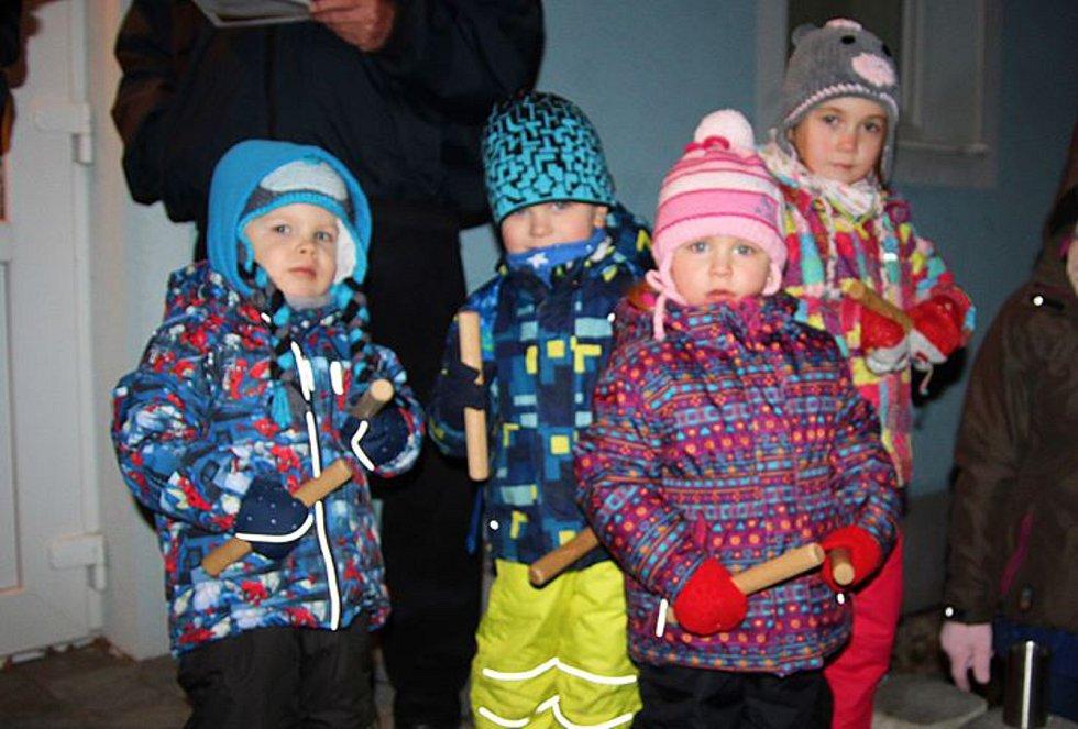 V Morkůvkách si vánoční koledy zapěly desítky lidí.