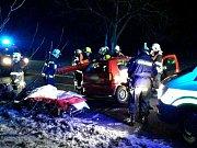 Na silnici mezi Drnholcem a Hrušovany nad Jevišovkou se čelně srazila auta.