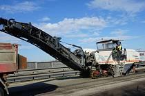 Od úterý silničáři opravují dálnici D2 u Břeclavi.