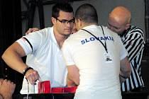 Podivínský pákař Radek Svačina musel projít přes pětatřicet soupeřů.