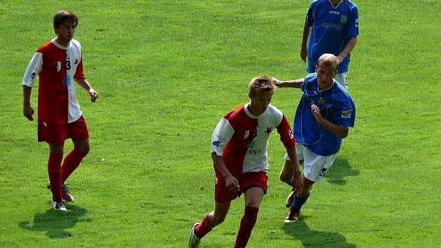 Břeclavští dorostenci (v modrém) doma zdolali Kroměříž 1:0.