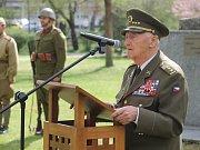 V Břeclavi si v pátek připomněli 73. výročí od osvobození města Rudou armádou. Pietní akt se konal v městském parku u sochy rudoarmějce.