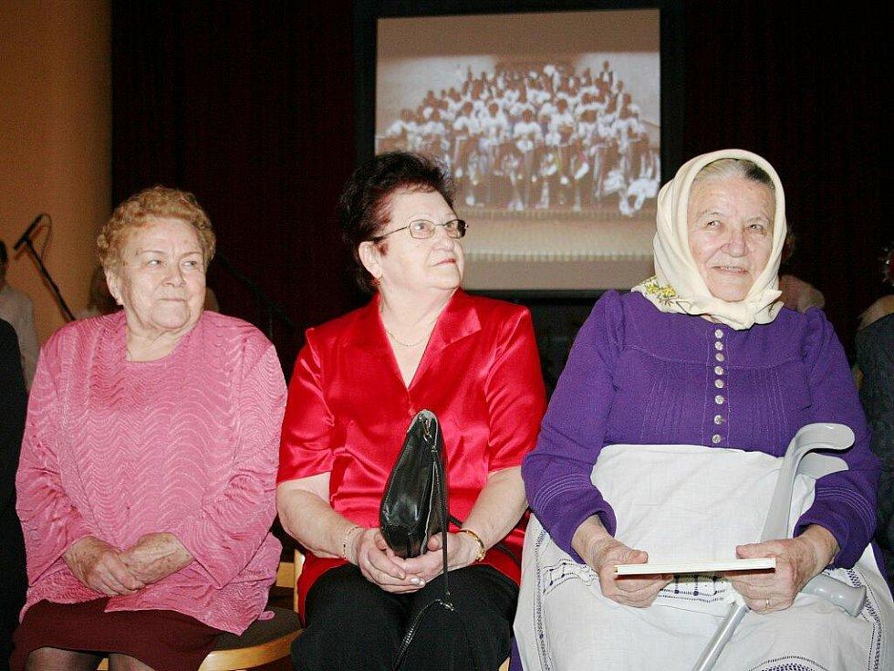 První setkání stárků ve Velkých Pavlovicích zaplnilo tamní sokolovnu.