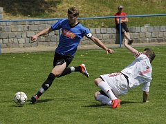 Fotbalisté Velkých Pavlovic (v modrém). Ilustrační foto.